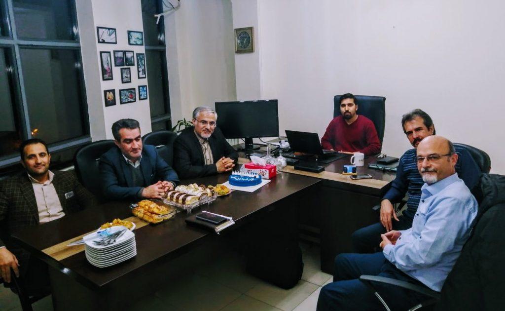 مدیر عامل داده تجارت به همراه جمعی از مشتریان در روز تولد داده تجارت